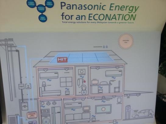 Solusi total Panasonic untuk rumah dengan listrik mandiri. Pengen bisa begini di Jakarta.