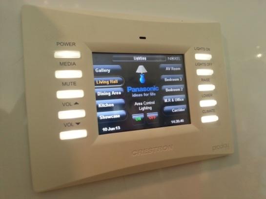 Control panel pintar untuk lighting rumah.