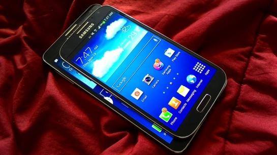 Perbandingan ukuran, Galaxy S4 di atas Galaxy Note 3.