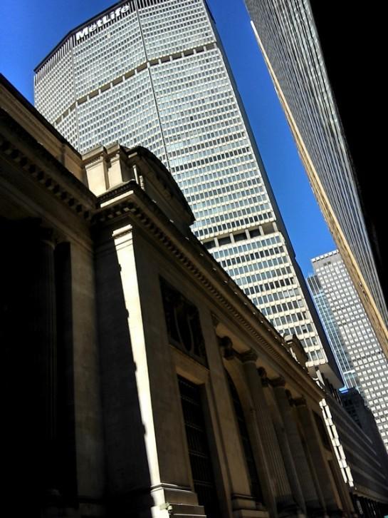 Gedung MetLife menjulang di belakang Grand Central station.