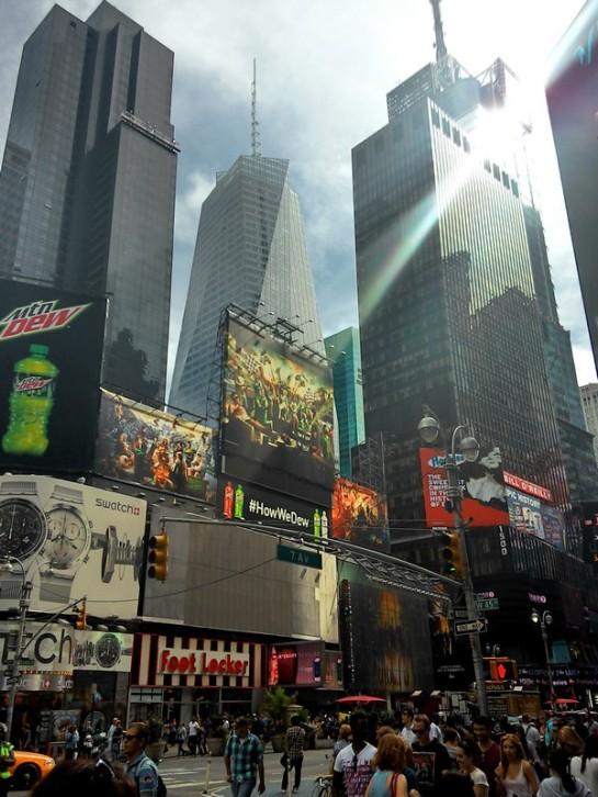 Terang benderang di Times Square. Lenovo K900 HDR mode.